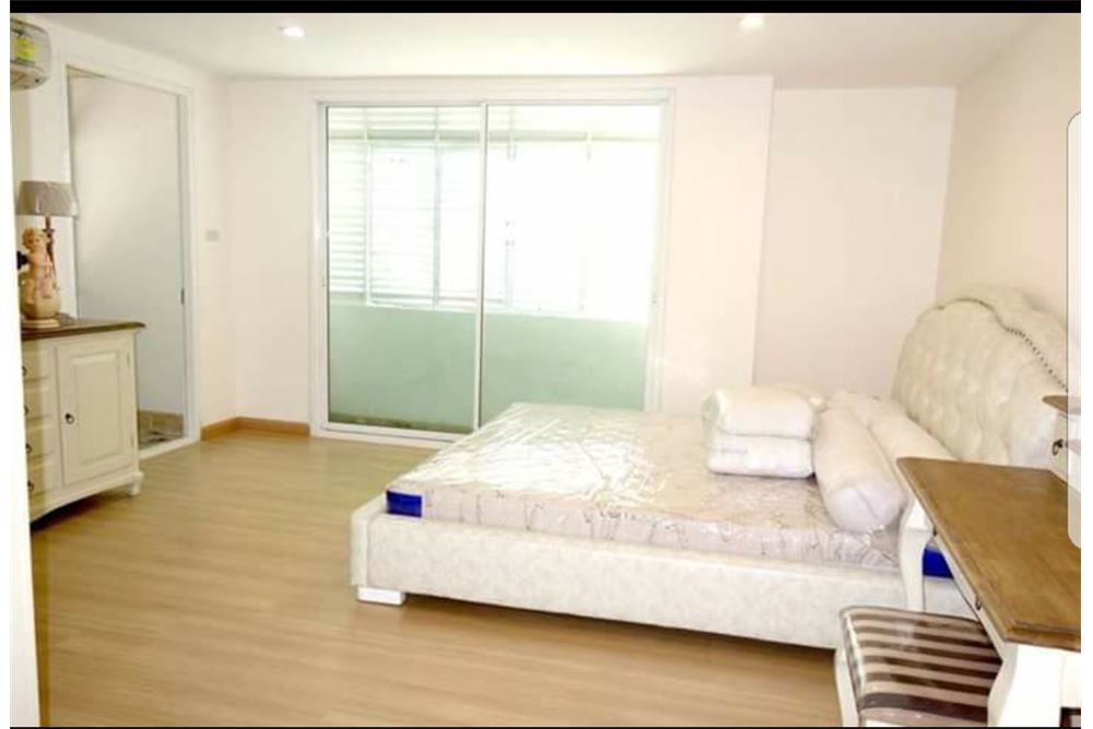 RE/MAX Executive Homes Agency's Spacious 2 Bedroom for Sale with Tenant Tristan 39 1