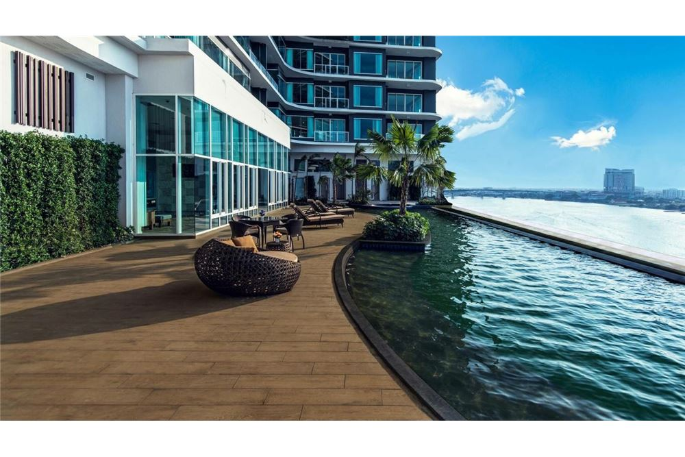 RE/MAX Executive Homes Agency's Spacious 3 Bedroom for Sale Menam Residences 3