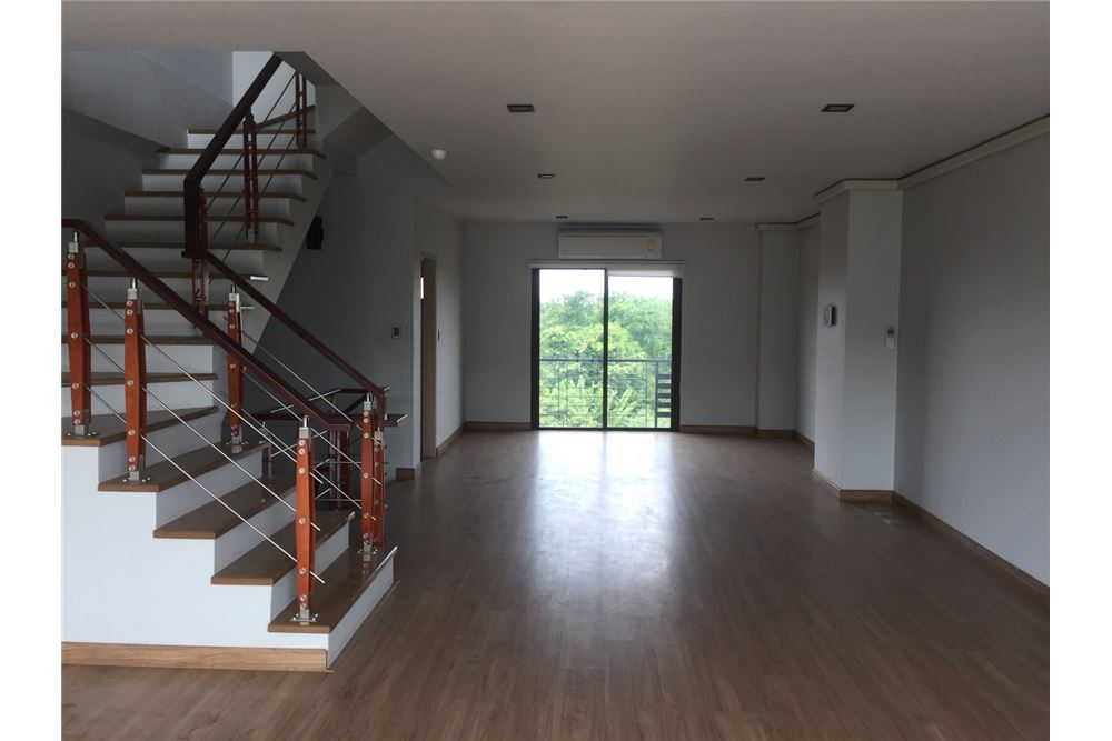 RE/MAX Executive Homes Agency's Office for rent near Suvarnabhumi Airport,H - Cape 5