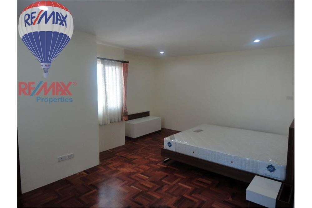 RE/MAX Properties Agency's FOR SALE  REGENT ON THE PARK 3  3BED 231SQM 5