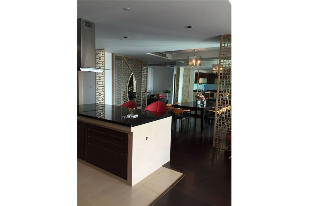 RE/MAX Executive Homes Agency's Sathorn Garden 3 bedroom for sale 2