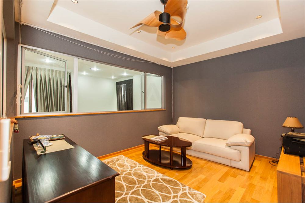 RE/MAX Properties Agency's FOR SALE   THE EMPORIO PLACE 1BED 90SQM 2