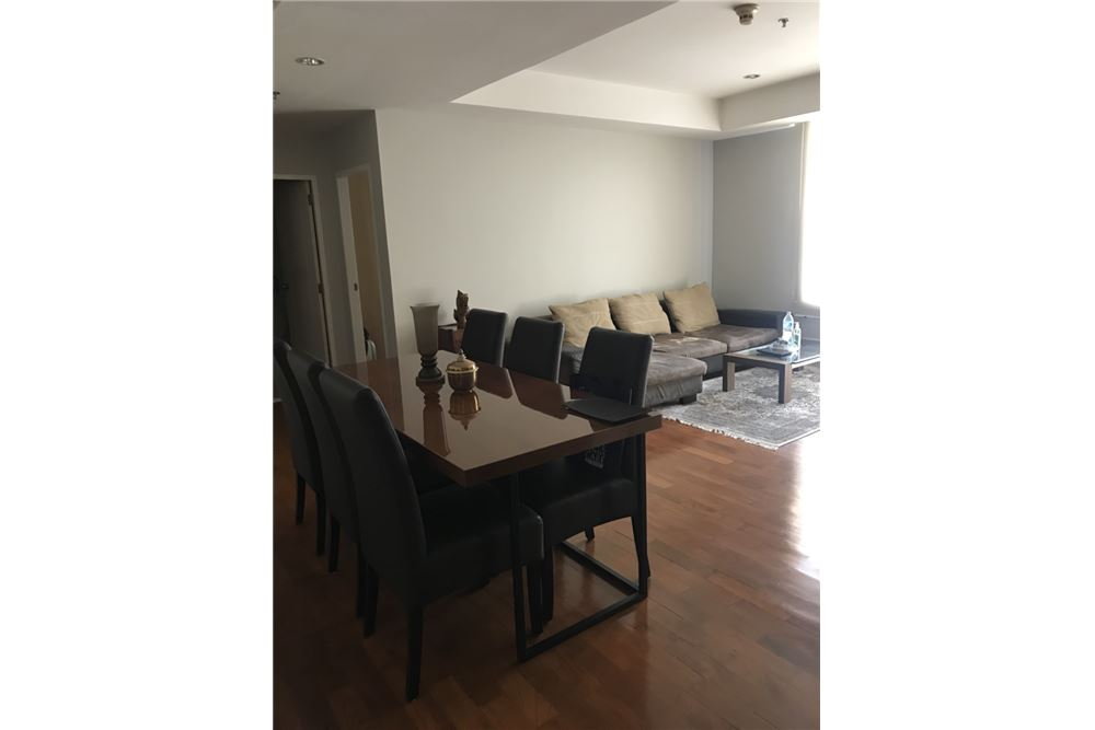 RE/MAX Executive Homes Agency's Spacious 2 Bedroom for Sale Baan Siri 24 5