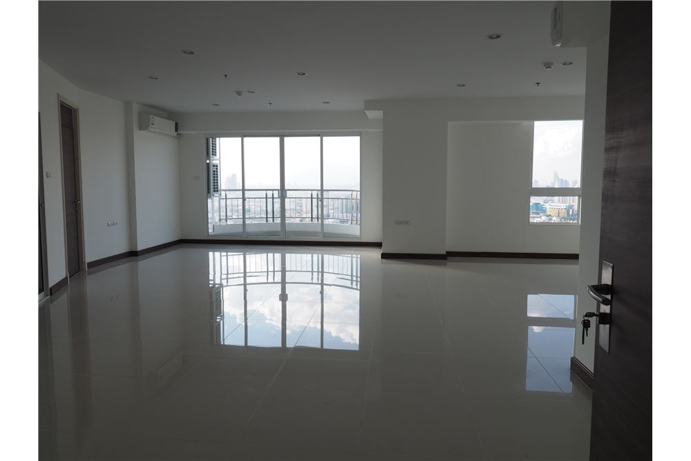 RE/MAX Executive Homes Agency's Spacious 2 Bedroom for Rent Supalai Prima Riva 2