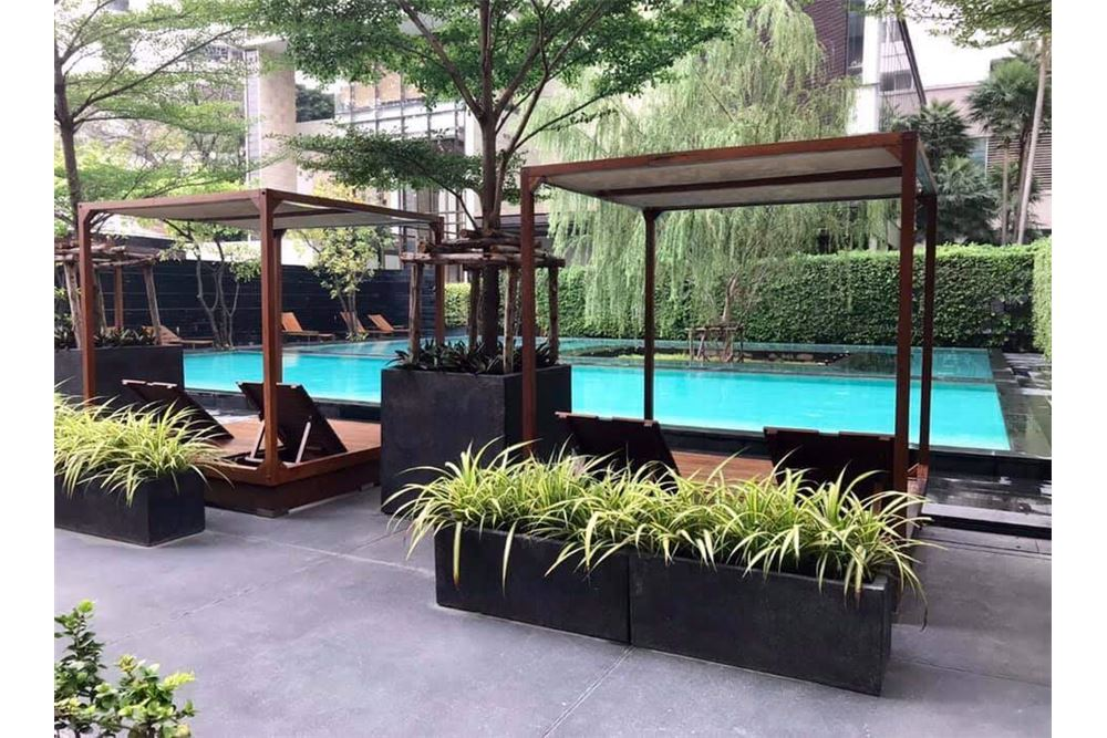 RE/MAX Properties Agency's The Emporio Place Duplex 1Bed 85 Sqm 11