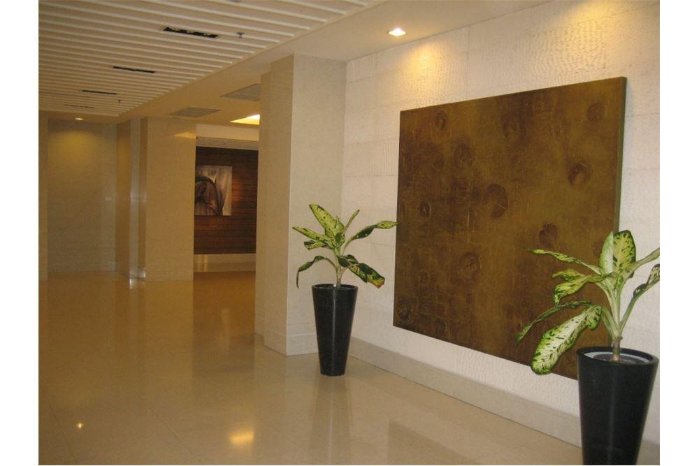 RE/MAX Properties Agency's Condominium For Sale At Baan Siri 24, Khlong Toei, Bangkok 4