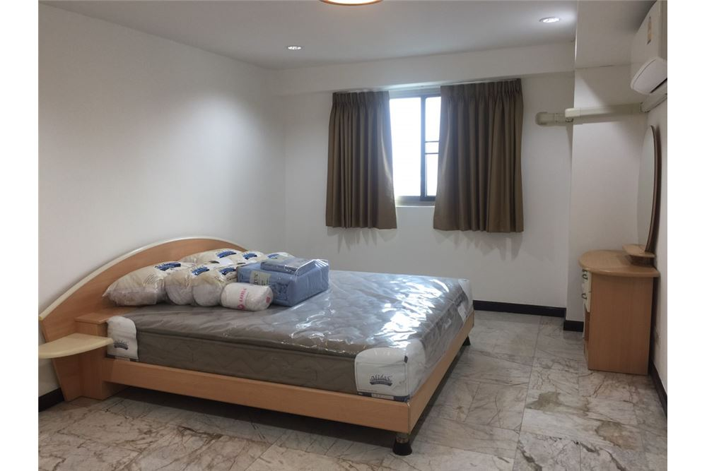 RE/MAX Executive Homes Agency's Royal Castle 3Bedroom For Rent Full Furnished,Condo For Rent Prompong, BTS Prompong, Good Price, Good location 5