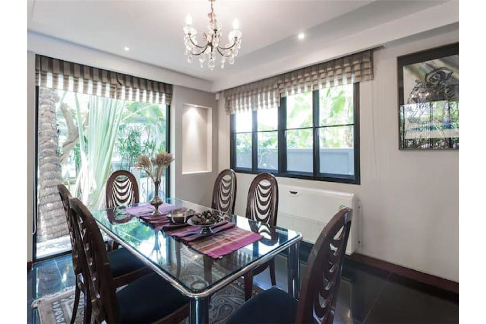 RE/MAX Executive Homes Agency's Pool Villa Sukhumvit 53 5 minutes from BTS Thonglo 5