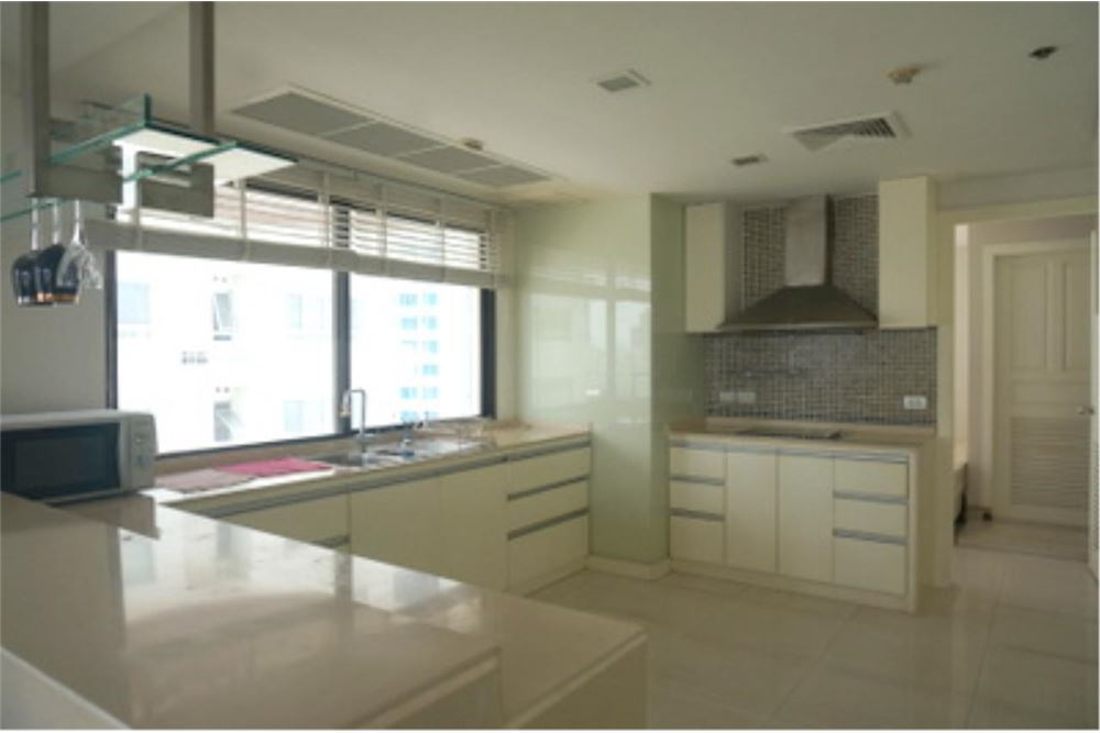 RE/MAX Properties Agency's FOR RENT  LE  RAFFINE SUKHUMVIT 24   2BED 370SQM 7