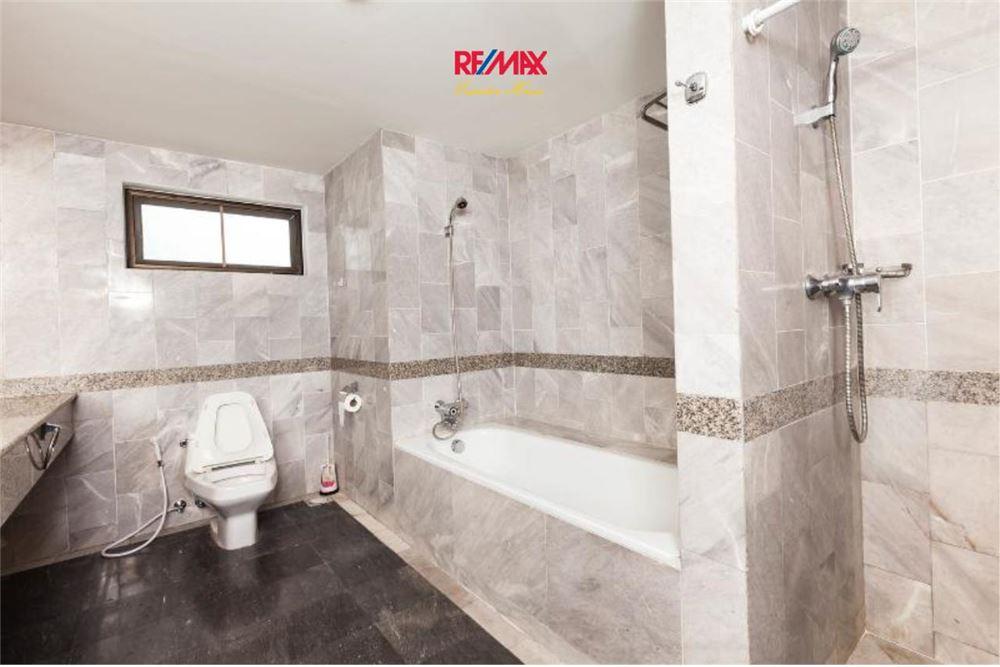 RE/MAX Executive Homes Agency's Las Colinas Condominium on Aske BTS 8