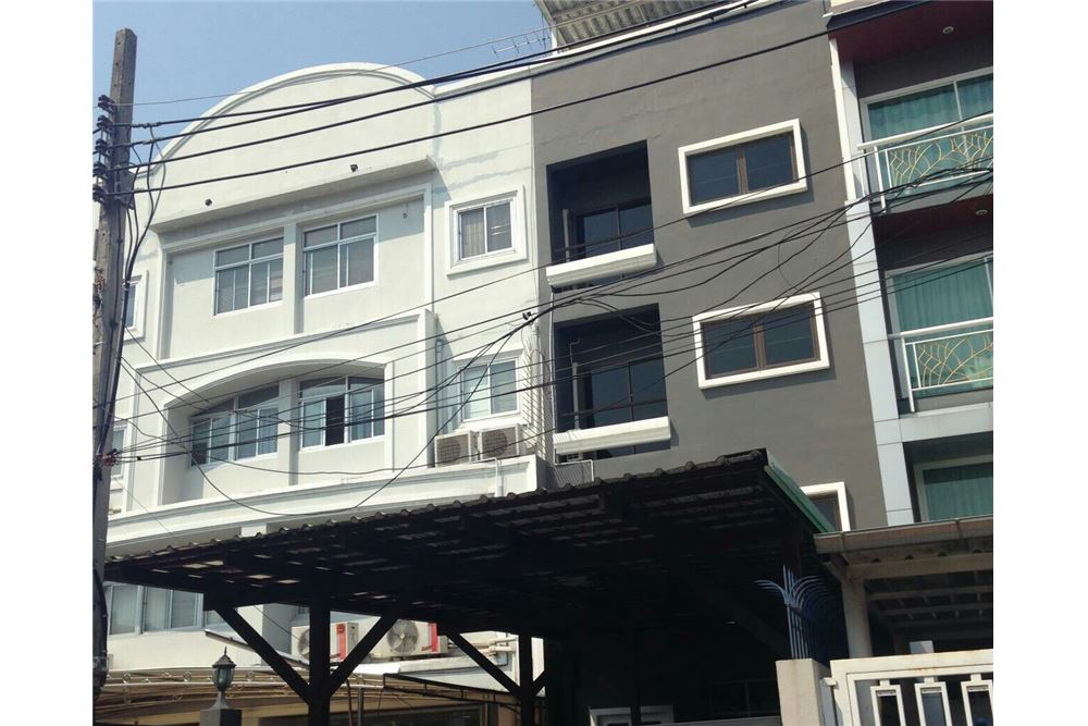 RE/MAX Executive Homes Agency's Townhouse for rent Ekkamai, 4 bedrooms Sukhumvit 2