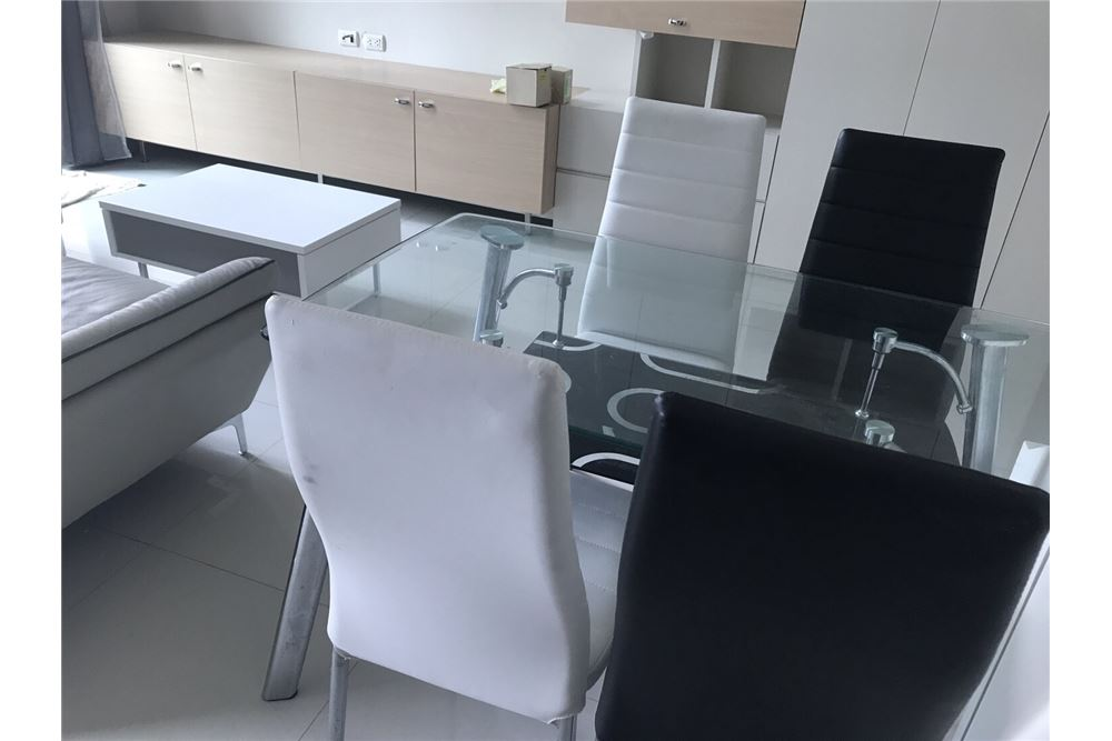 RE/MAX Executive Homes Agency's Nice Duplex 1 Bedroom For Rent Villa Asoke 7