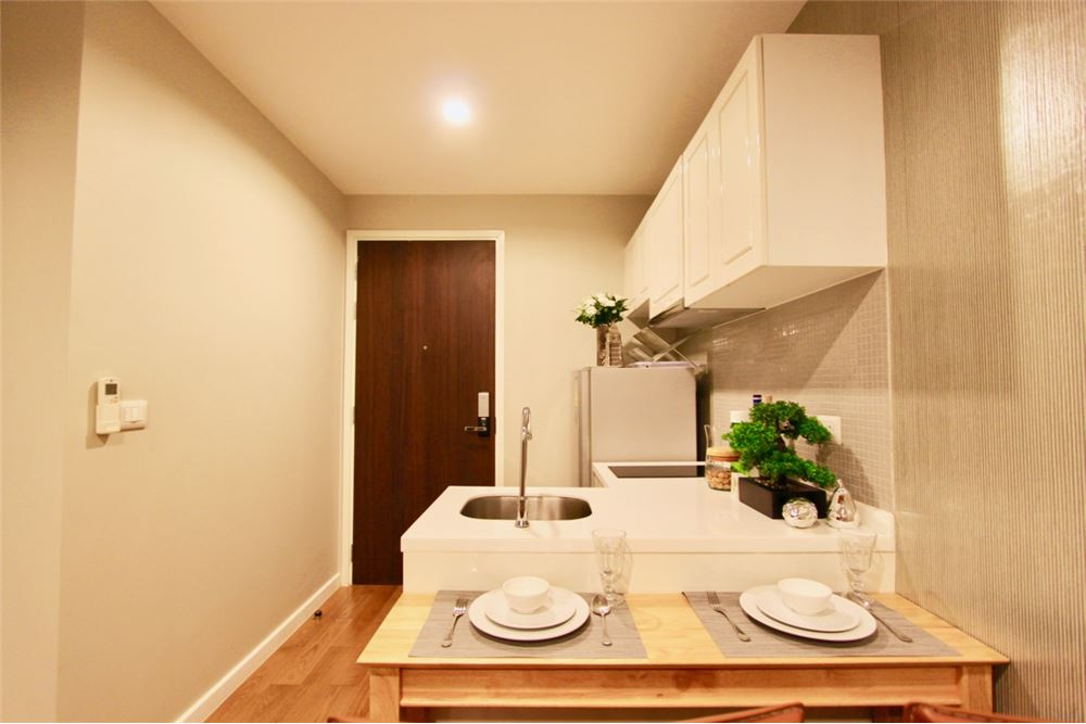 RE/MAX Executive Homes Agency's Nice 1 Bedroom for Rent Condolette Dwell 6