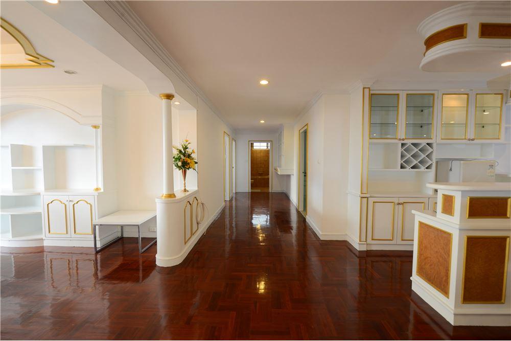 RE/MAX Executive Homes Agency's Condominium for rent - Ekkamai 12 17