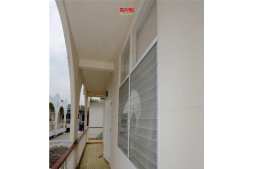 RE/MAX Executive Homes Agency's Nice 2 Bedroom House for Sale near BTS Ekamai 9