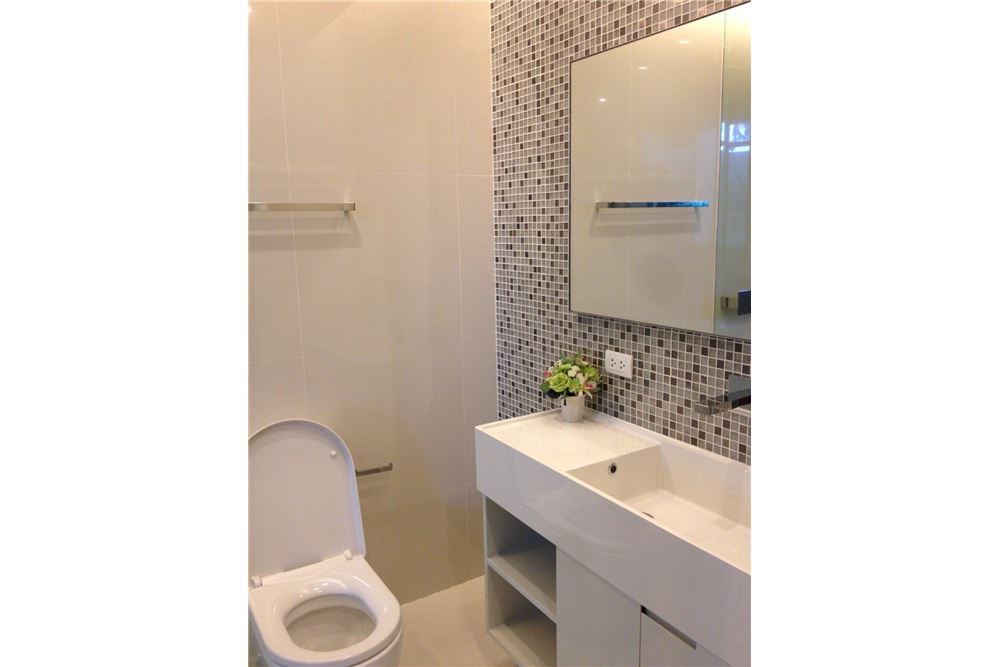 RE/MAX Properties Agency's RENT The room sukhumvit 21 1BED 50SQM. 20
