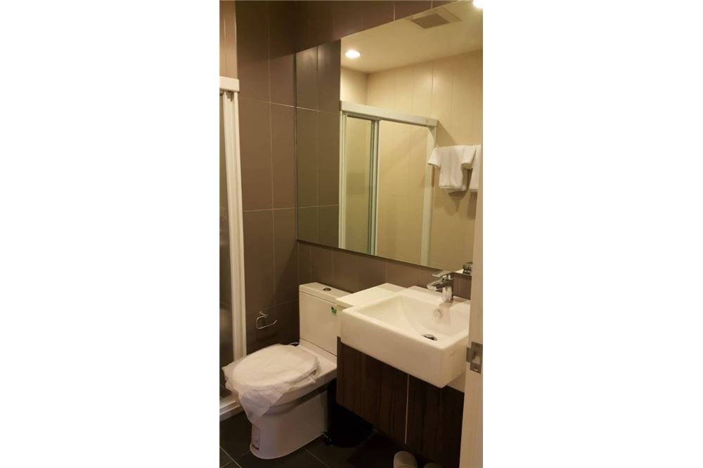 RE/MAX Properties Agency's for rent Centric Ratchada - Huai Khwang 1bed 7