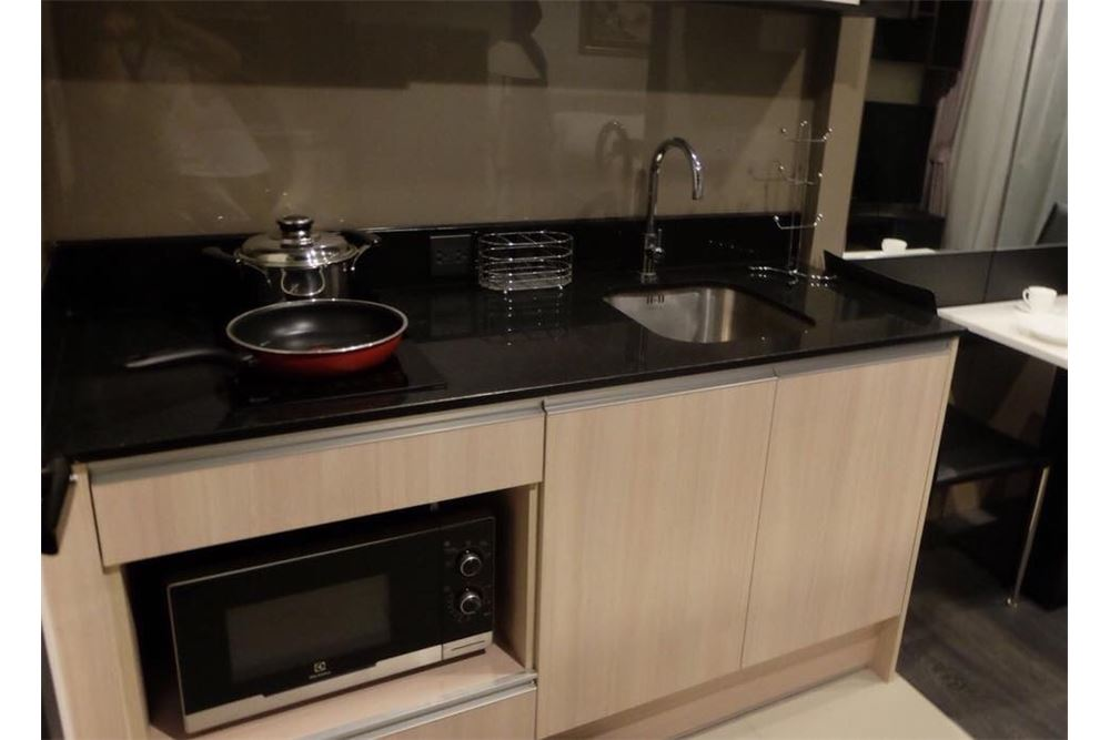 RE/MAX Properties Agency's 1 bed for rent 27,000 at Edge Sukhumvit 23 4