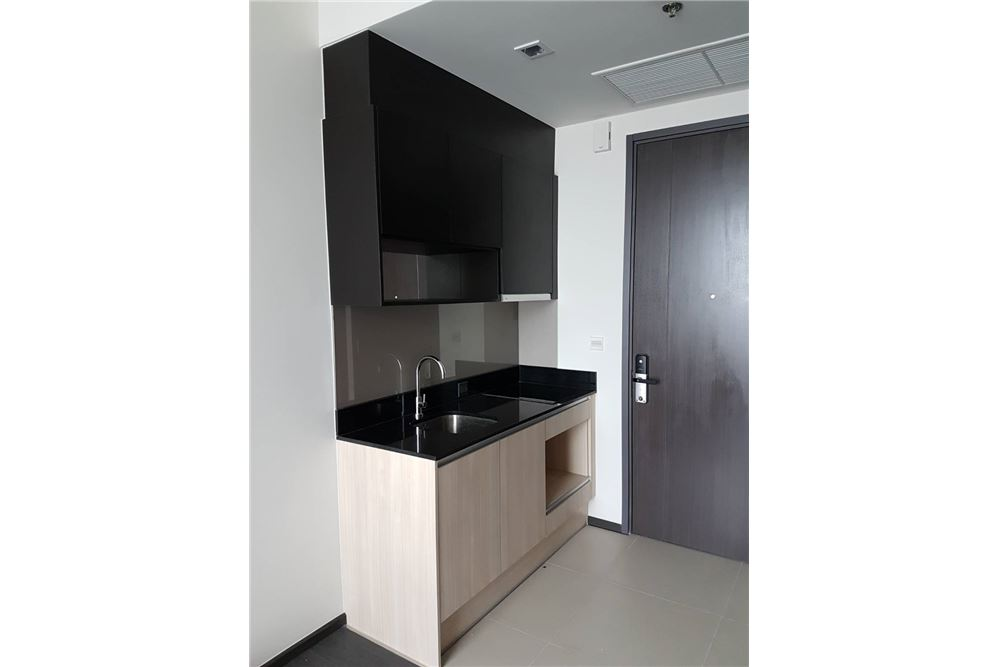RE/MAX Executive Homes Agency's One Bedroom For Rent at Edge Sukhumvit 23 12