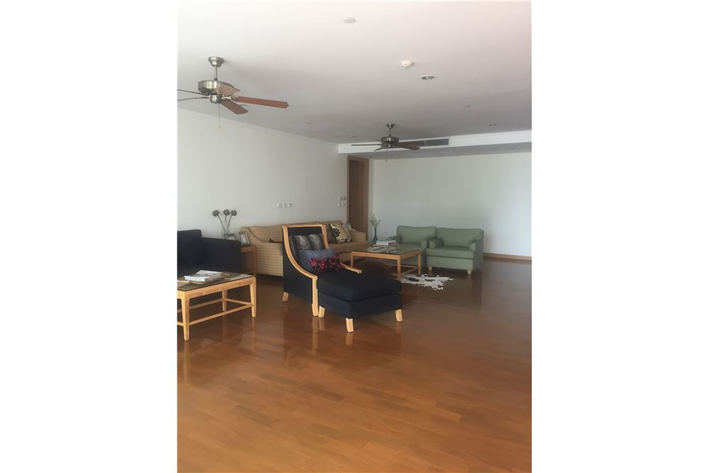 RE/MAX Executive Homes Agency's Spacious 4 Bedroom for Rent near BTS Phromphong 1