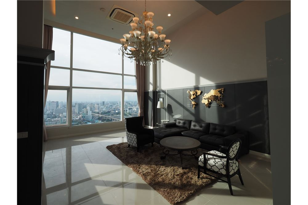RE/MAX Executive Homes Agency's Stunning 4 Bedroom Duplex for Rent Circle Condo 1