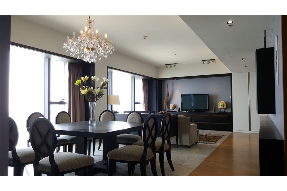 RE/MAX Executive Homes Agency's Spacious 3 Bedroom for Rent The Met 8
