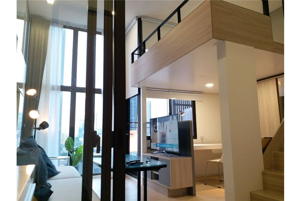 RE/MAX Executive Homes Agency's Chewathai Residence Asoke duplex for rent 1
