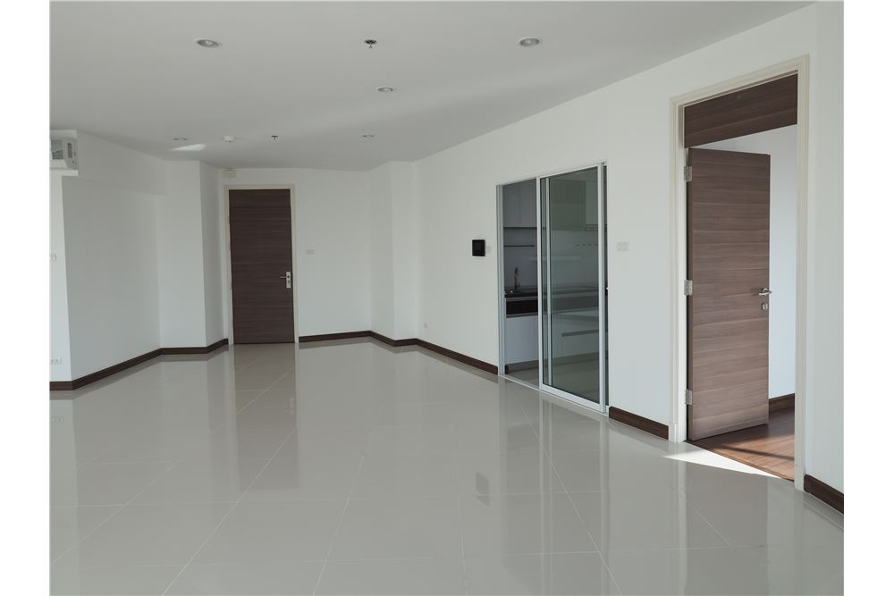RE/MAX Properties Agency's RENT spacious 2bedroom Supalai Prima Riva 18
