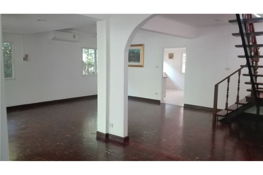 RE/MAX Executive Homes Agency's House For Rent in Compound Soi Soonvijai 4