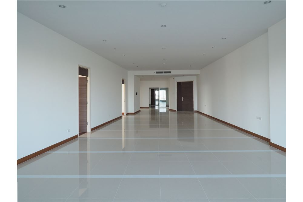 RE/MAX Properties Agency's awesome penthouse Supalai Prima Riva 3