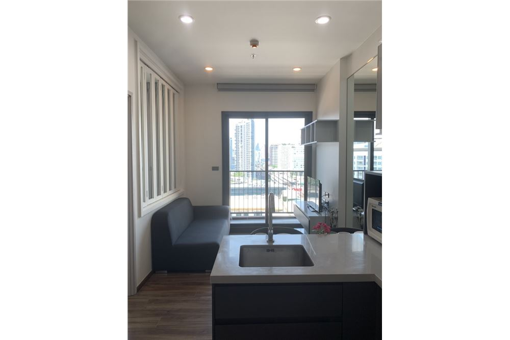 RE/MAX Executive Homes Agency's Wyne Condo newly furnished sale/rent 3