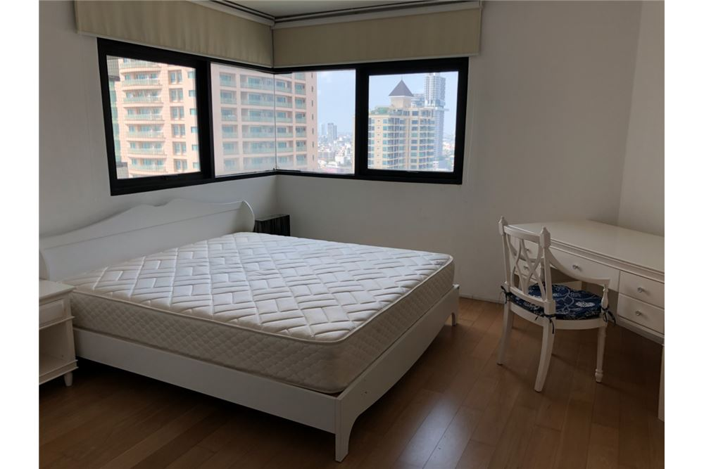 RE/MAX Executive Homes Agency's Lovely 2 Bedroom for Rent Sathorn Gardens 4