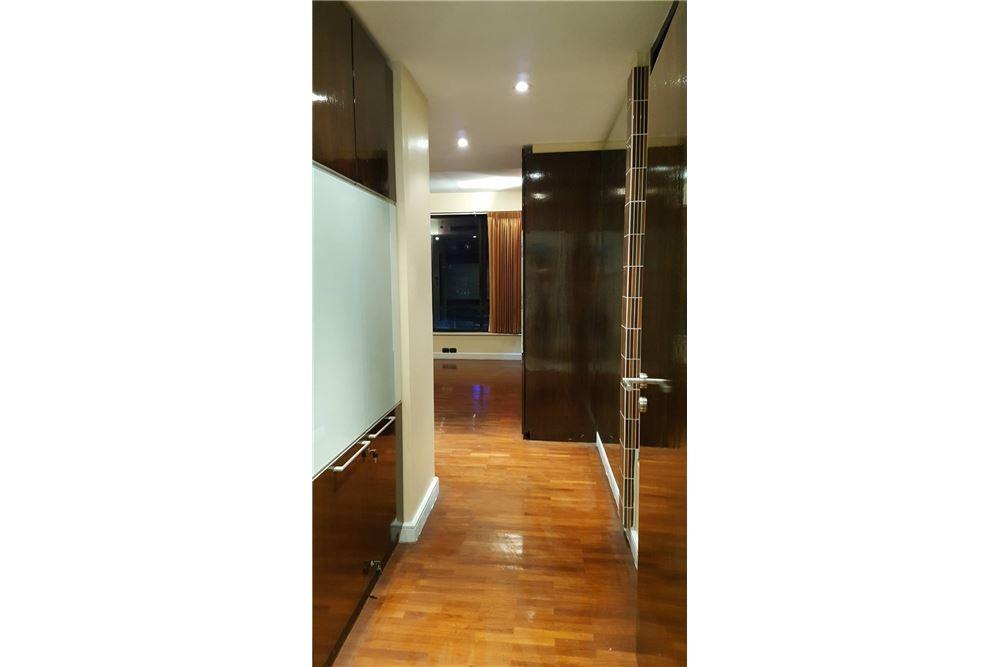 RE/MAX Properties Agency's SALE Baan Piya Sathorn 2BED 137SQM. 6