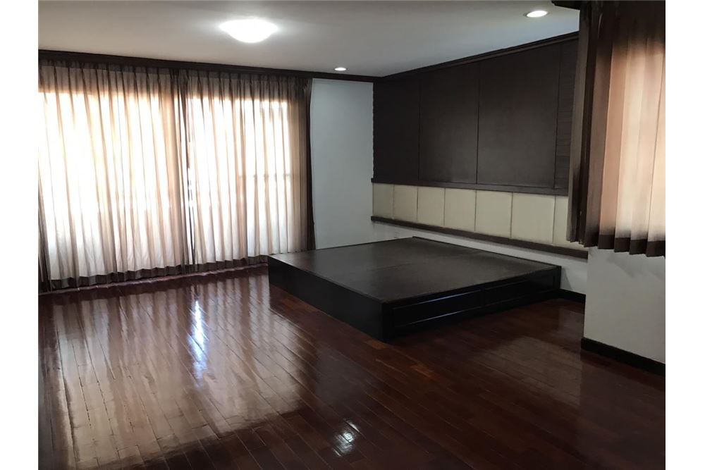 RE/MAX Properties Agency's FOR RENT  REGENT ON THE PARK 1  3BED 249SQM 16