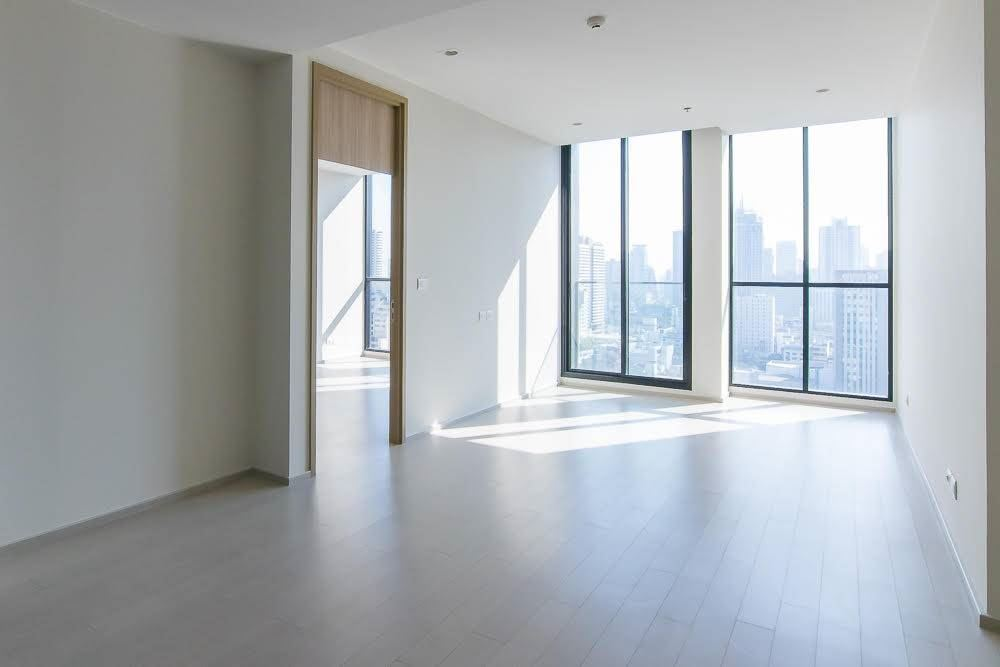 RE/MAX Executive Homes Agency's Spacious 2 Bedroom for Sale Noble Phloenchit 2