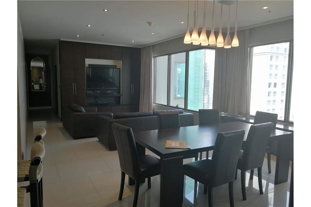 RE/MAX Executive Homes Agency's Spacious 3 bedroom for Rent Emporio Place 4