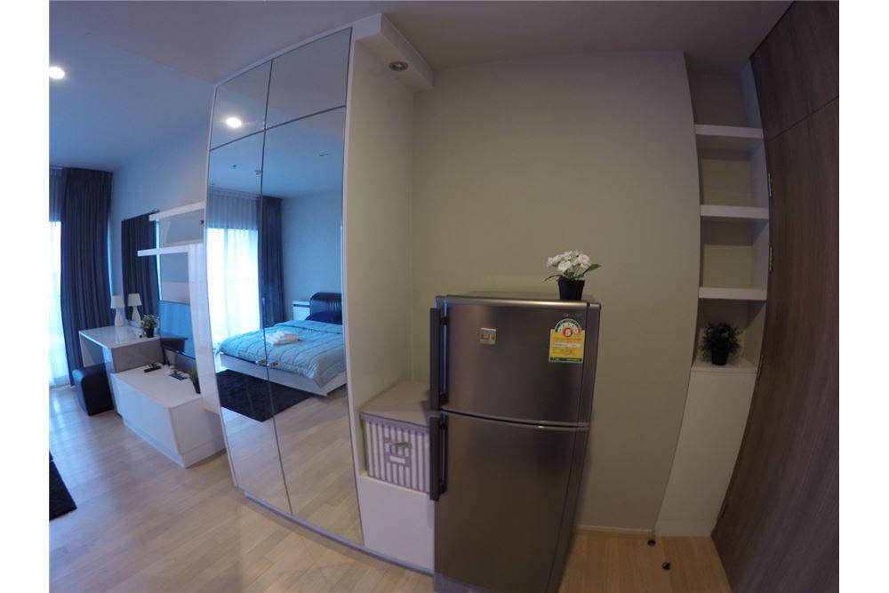 RE/MAX Executive Homes Agency's Cozy Studio type Bedroom for Rent Noble Refine 5