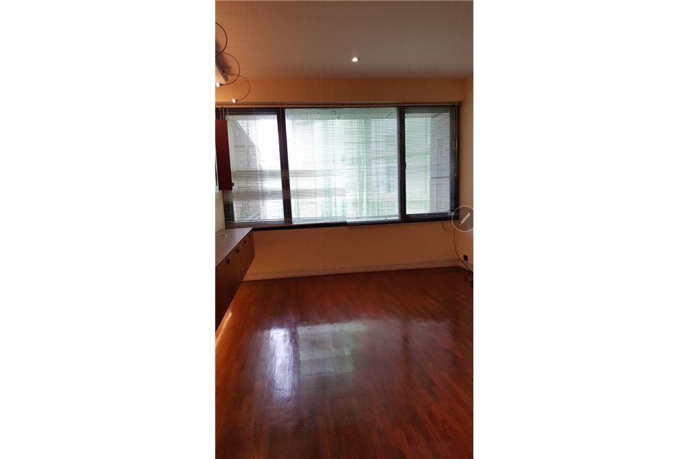 RE/MAX Properties Agency's SALE Baan Piya Sathorn 2BED 137SQM. 11