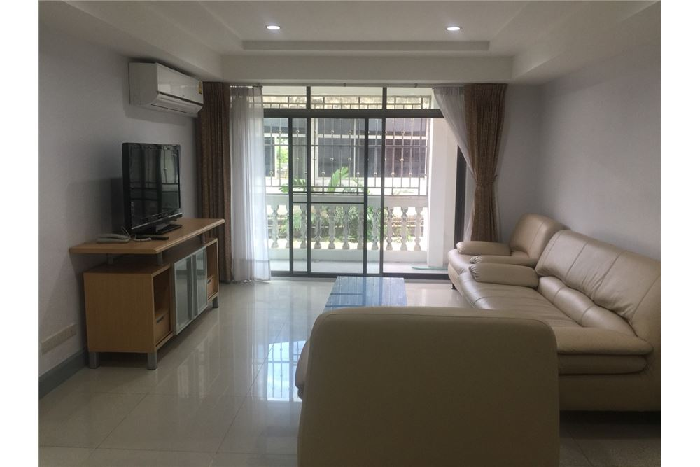 RE/MAX Executive Homes Agency's homy apartment, BTS Phrom Phong 5 minute, 3bed 1