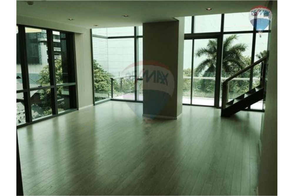 RE/MAX Properties Agency's FOR RENT  THE ROOM SUKHUMVIT 21    2 BED 128SQM 6