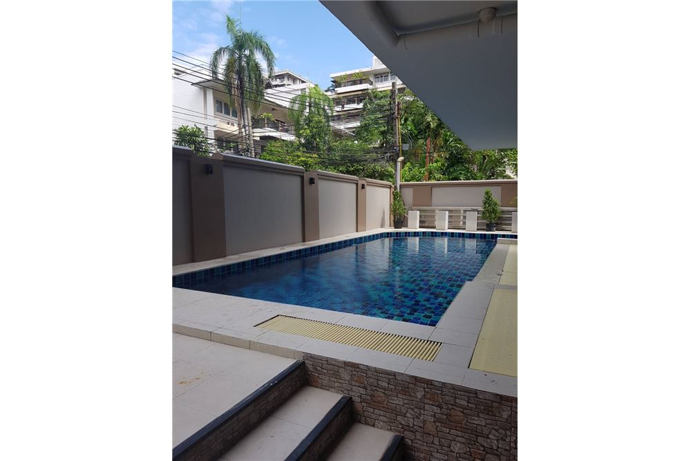 RE/MAX Executive Homes Agency's Low rise Apartment 3 Bedrooms Near BTS Asoke 9