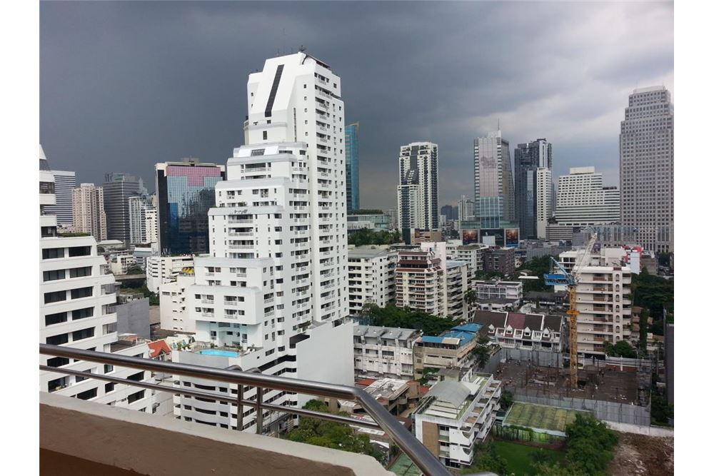 RE/MAX Executive Homes Agency's Apartment for rent  / 3 Bedrooms in sukhumvit Area 13