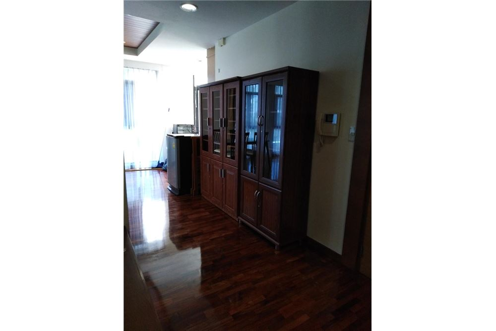 RE/MAX Executive Homes Agency's Spacious 2 Bedroom for Rent Kurecha Thonglor 4