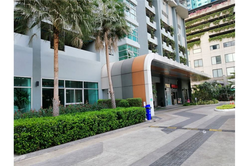 RE/MAX Executive Homes Agency's Supalai Park Ekkamai-Thonglor 7