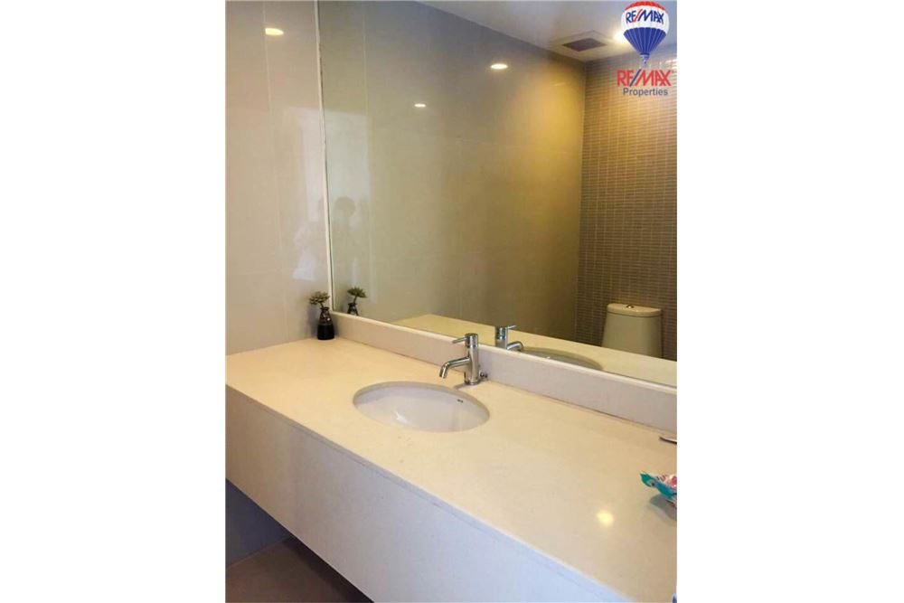 RE/MAX Properties Agency's FOR RENT The Trendy Condominium 2BED 91SQM. 13