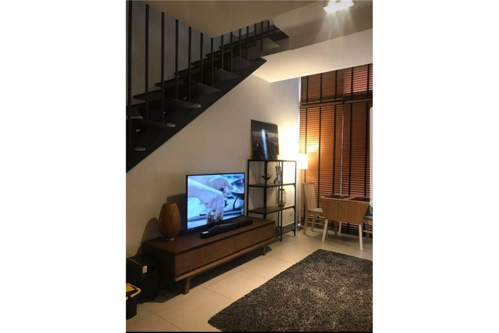 RE/MAX Executive Homes Agency's Nice 1 Bedroom Duplex for Rent Lofts Ekkamai 3
