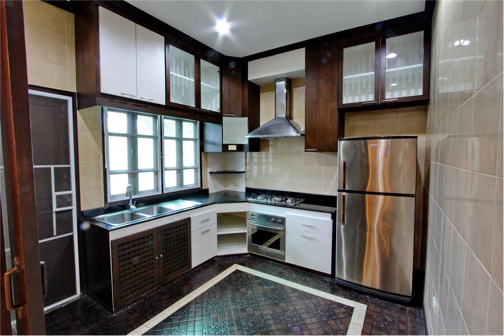 RE/MAX Executive Homes Agency's 4 bedroom house for rent near BTS Ekkamai 6