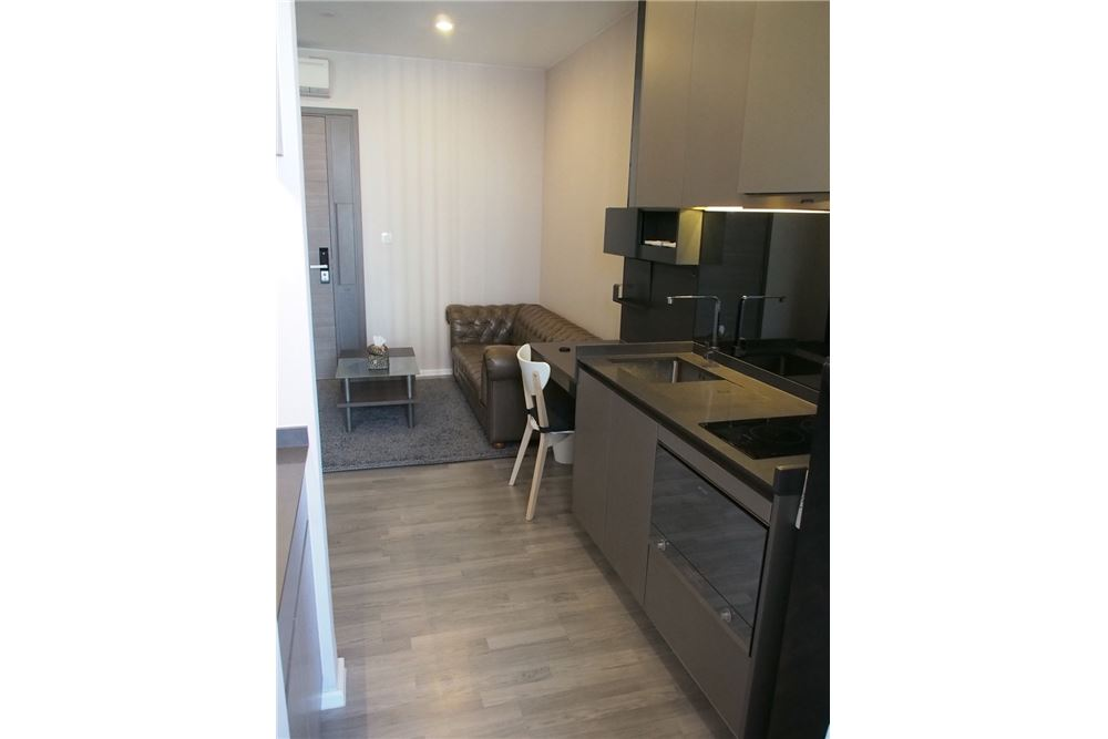 RE/MAX Executive Homes Agency's Nice 1 Bedroom for Rent The Room 69 3