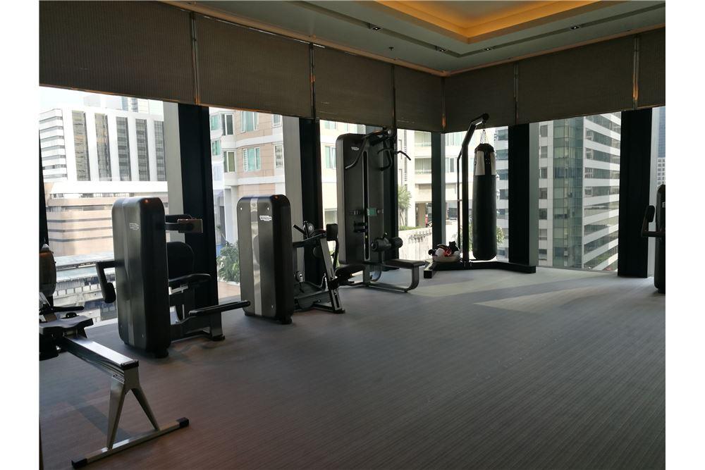 RE/MAX Properties Agency's RENT The Ritz-Carlton Residences at MahaNakhon 4