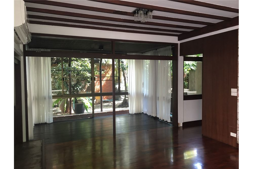 RE/MAX Executive Homes Agency's Spacious 2 Bedroom House for Rent  in Phrom Phong 4